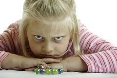 l-enfant-fâché-se-trouve-sur-l-étage-10280181